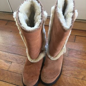 Women's tan sheepskin and leather Ugg boots
